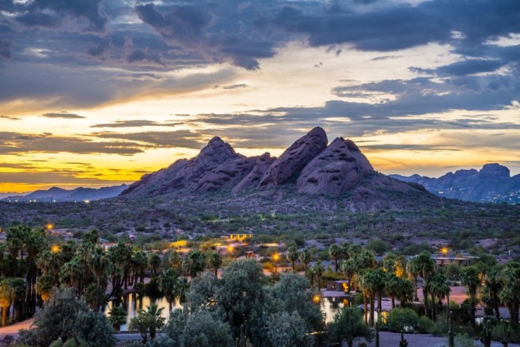 Phoenix landscape at dusk, Pros and Cons of Living in Phoenix AZ, AZ Home Source realty (4)