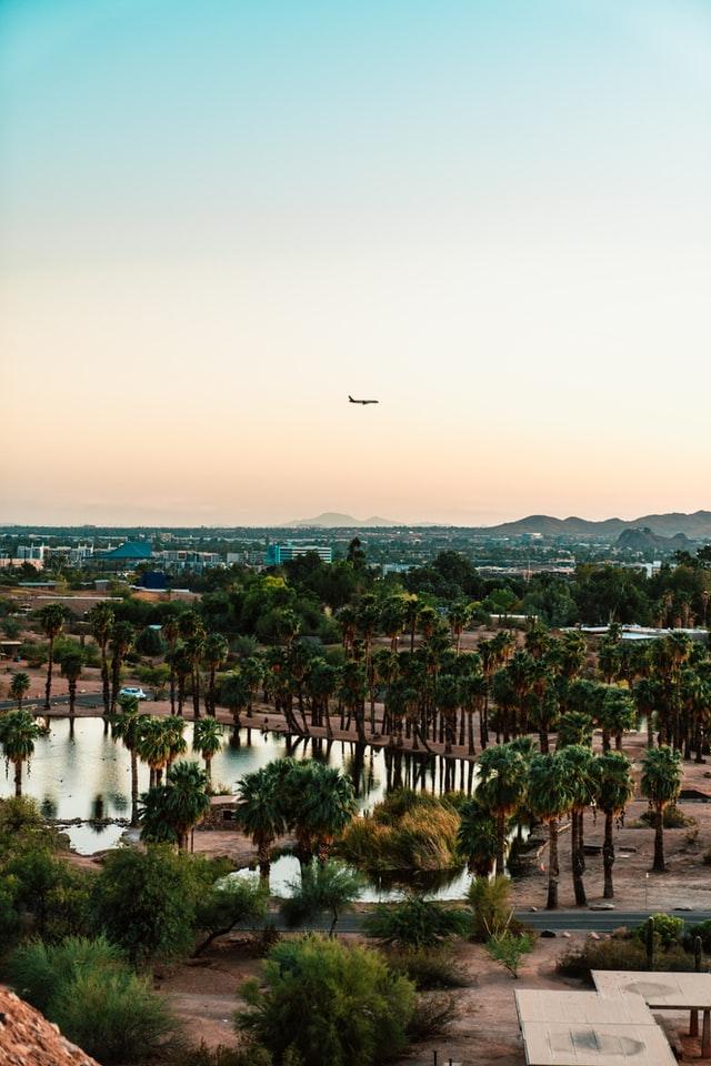 plane flying over Scottsdale AZ, Pros & Cons of Living in Scottsdale, Living in Phoenix real estate, meritt-thomas-_ULlSRTE4zw-unsplash