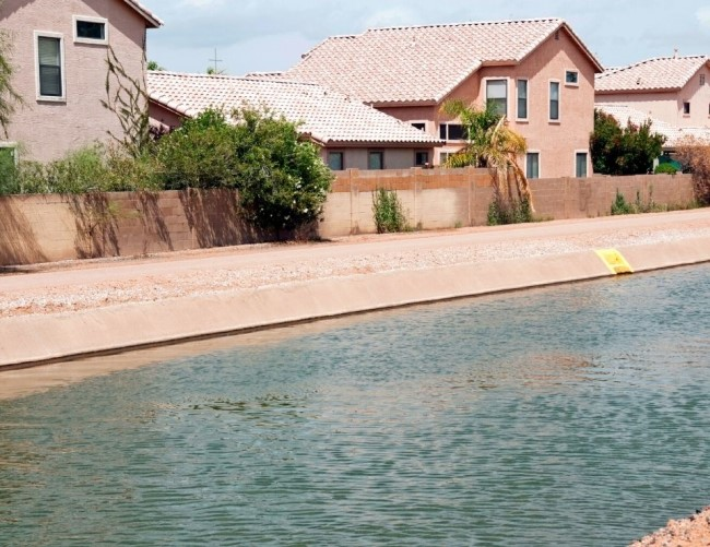 view of the Phoenix Arizona canal, Arcadia Arizona neighborhood of Phoenix (1)