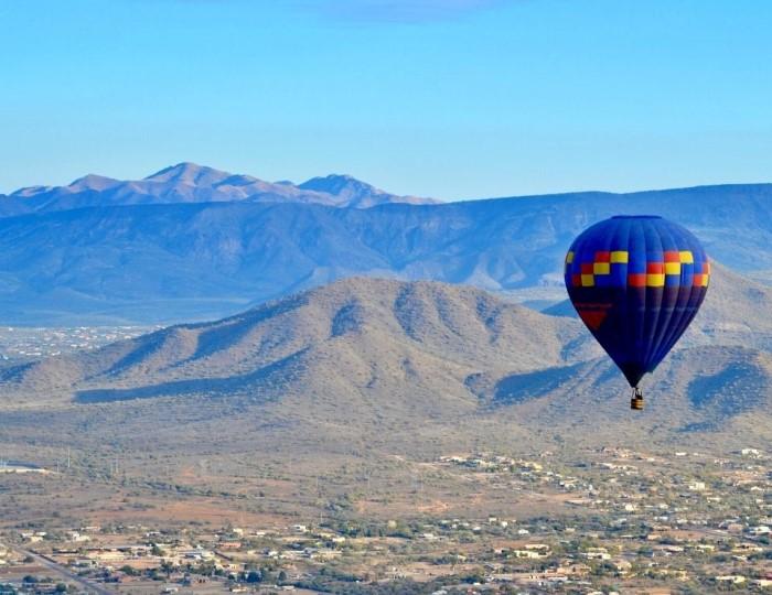 hot air balloon over Phoenix Arizona, top things to do in Phoenix Arizona.