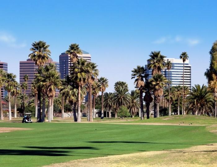view of a Phoenix Arizona golf course, top things to do in Phoenix Arizona.