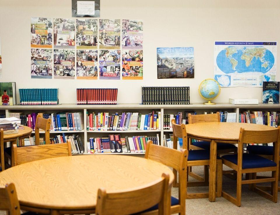 interior of a school room, Best School Districts in Phoenix Arizona